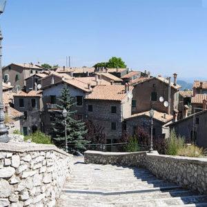 scalinata e casette borgo Guadagnolo